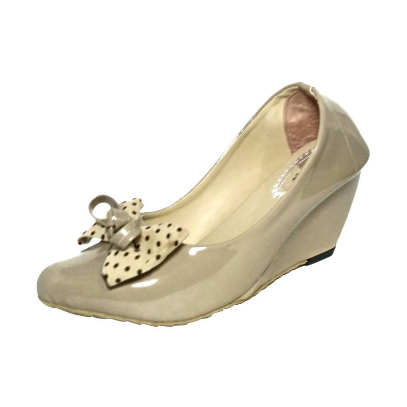 harga Panda Glossy Pita Polkadot HT07 Sepatu Wedges - Cream Cappucino Blibli.com