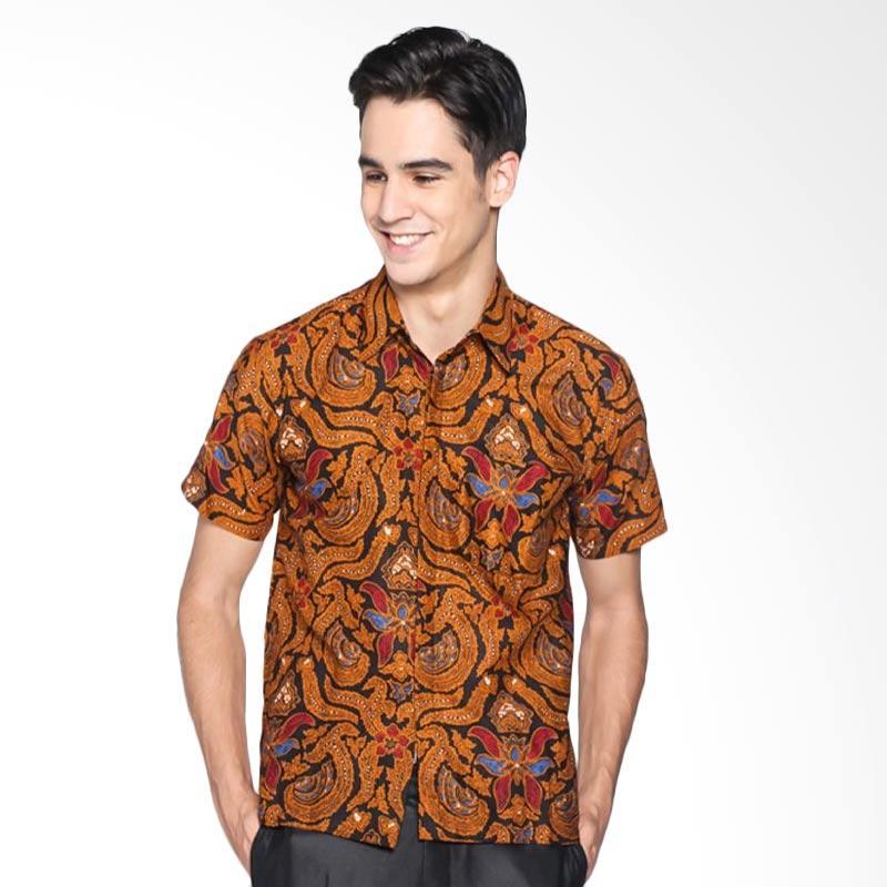 Batik Distro Kemeja Pria Jarik Lengan Pendek K8060 - Coklat 3f032e37e6