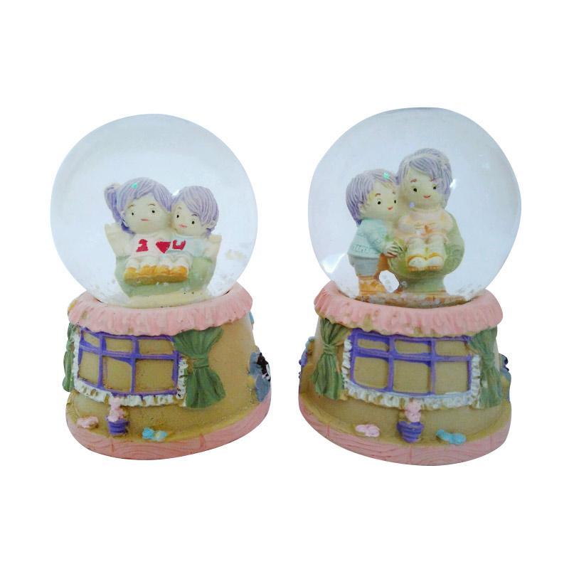 harga Kenzie Couple Boy & Girl C Snow Globe Waterball Bola Kristal Kaca Aksen Dekorative Blibli.com