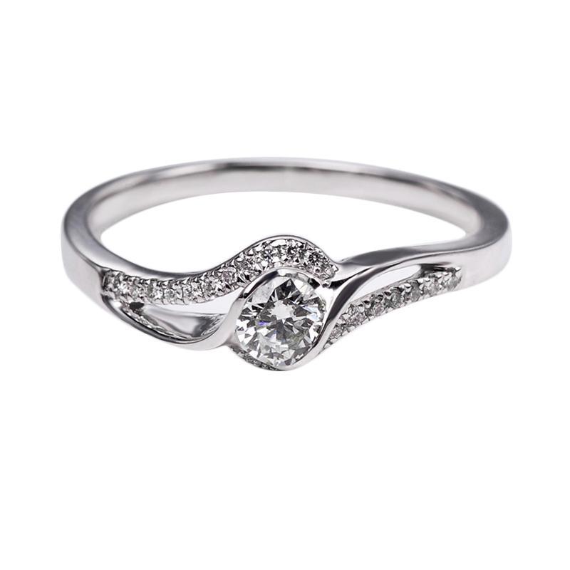 Tiaria DHTXHJZ086 Diamond Ring Emas Putih [18 K]