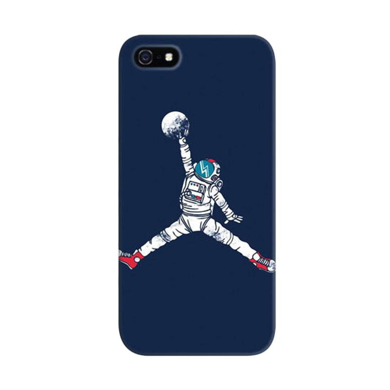 Indocustomcase Space Dunk Astronout Basket Custom Hardcase Casing for iPhone 5/5S/SE