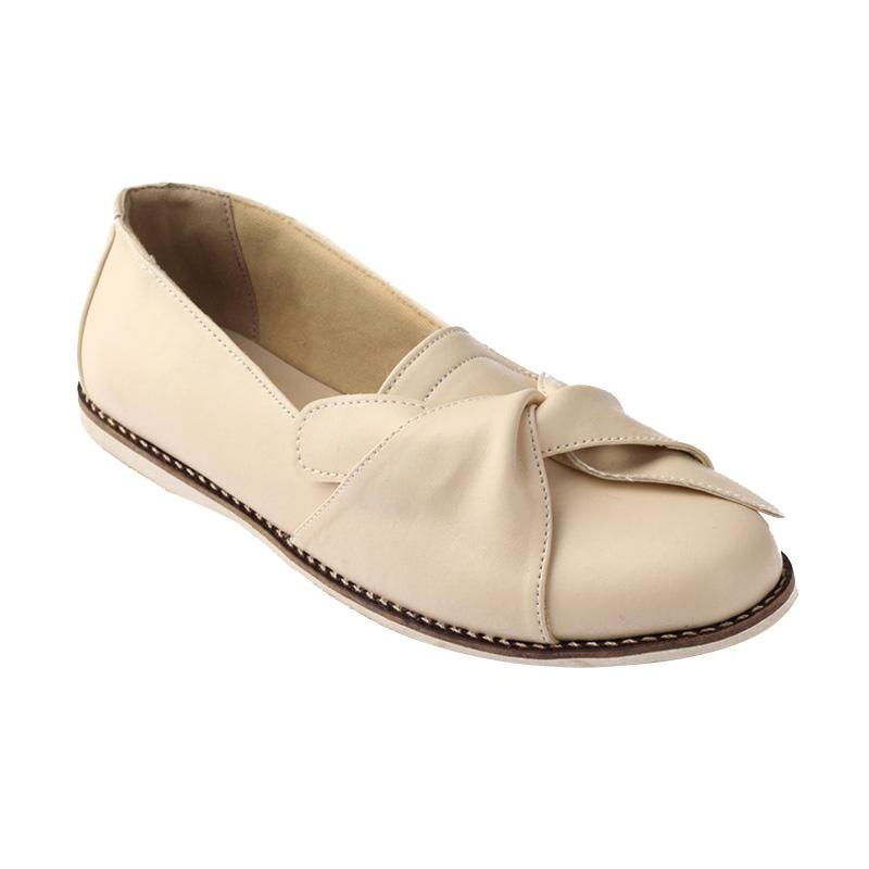 Navara Karla Cream Slip On Shoes