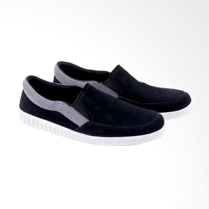 Garucci Slip On Shoes Pria - Black GCE 1263