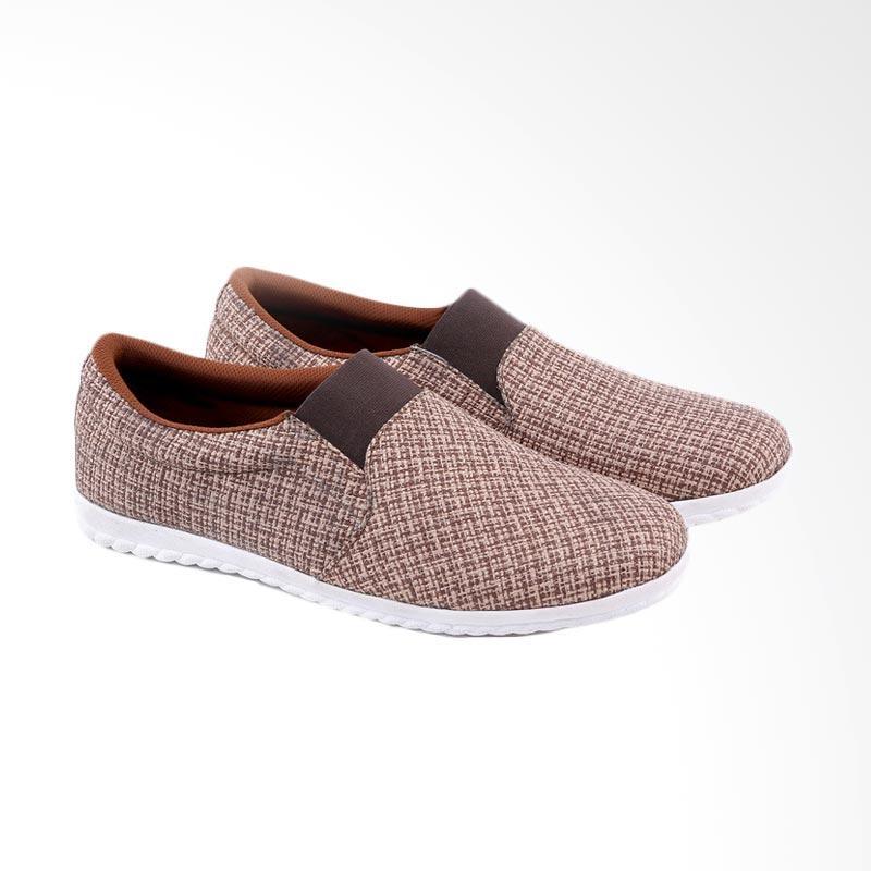Garucci Slip On Shoes Sepatu Pria - Brown GJN 1242