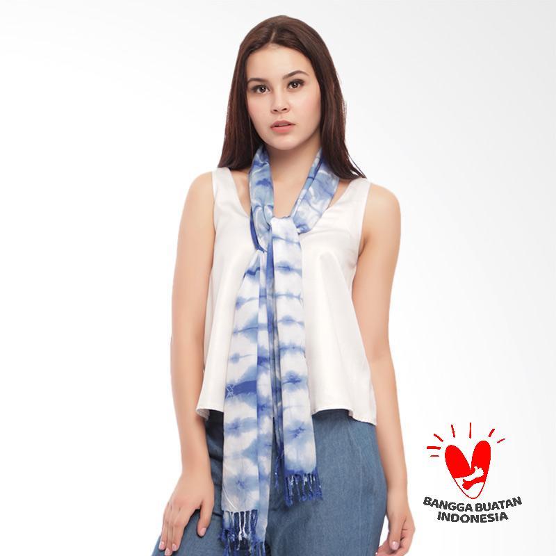 Benangsari Renata Scarf Selendang Batik Shibori Wanita Biru