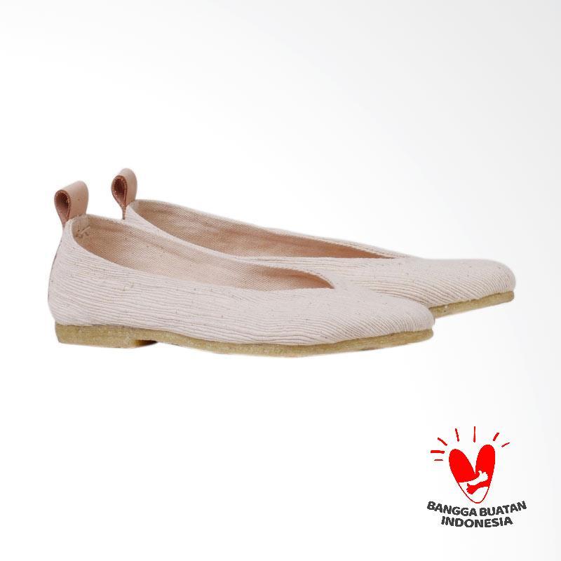 Pijak Bumi Gaia Flat Shoes White