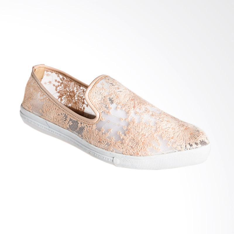 A.C.C.E.P.T. Qiana Slip On Sepatu Wanita - Cream