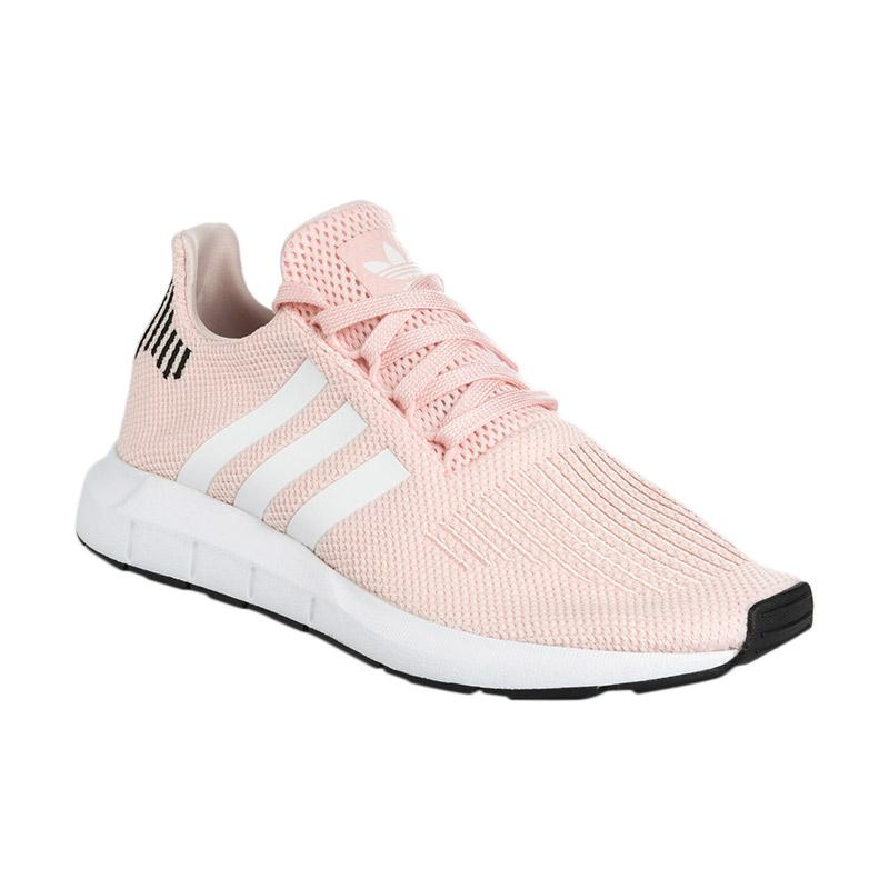 adidas Originals Women Swift Run Shoes Sepatu Olahraga Wanita Peach B37681