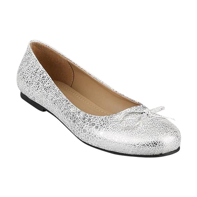 GIA Ballerina Flats in Silver White