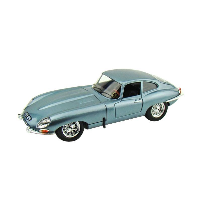 Jaguar E Type >> Bburago Jaguar E Type Coupe Blue 1 18