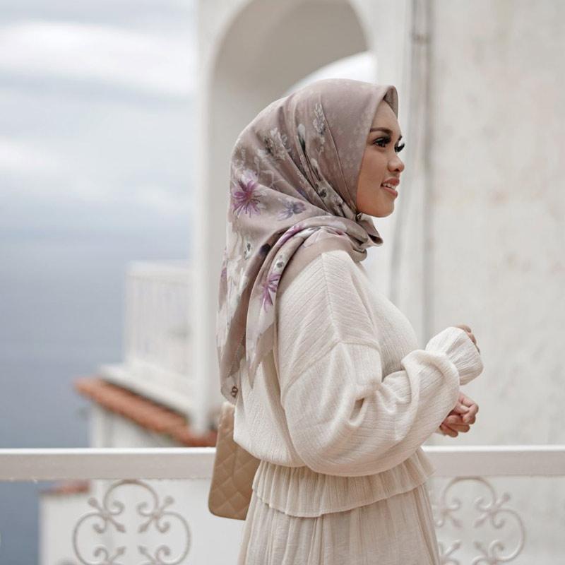 Buttonscarves Fiore Square Hijab Jilbab Segiempat Tan