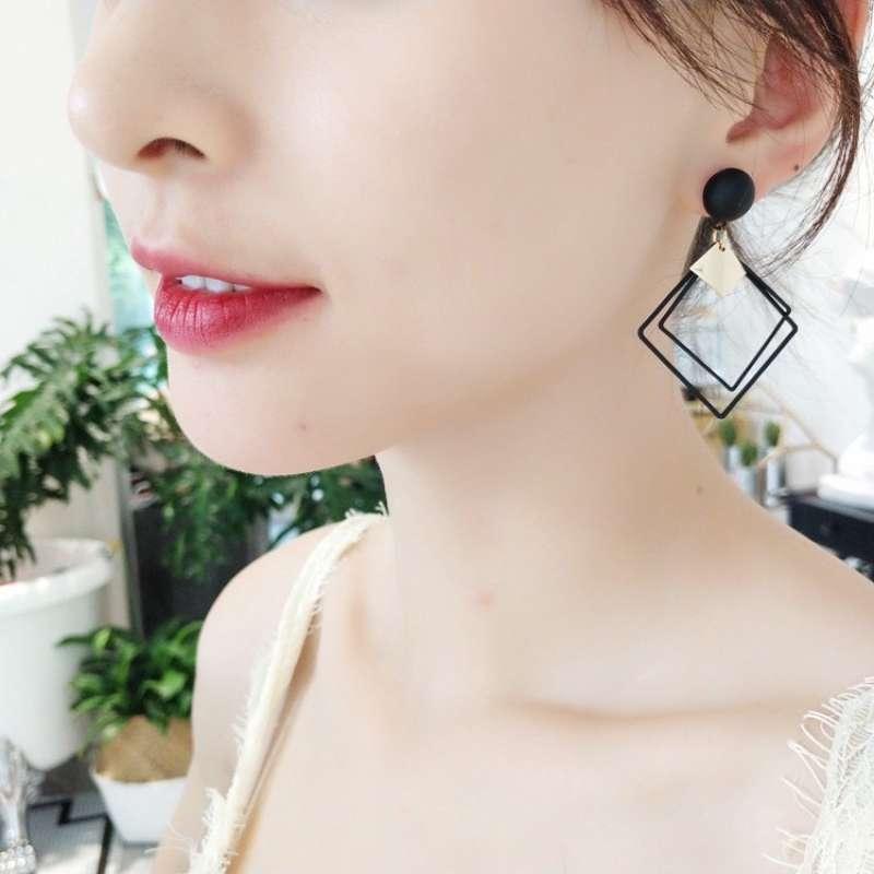 Anting Geometris Kotak Korean Fashion