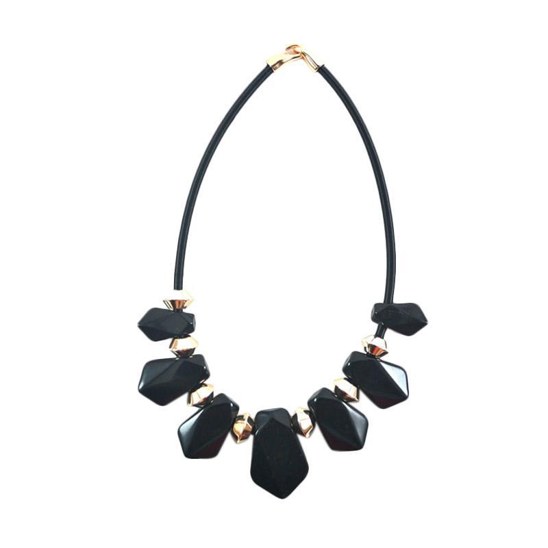 Momy Ribbon Black Diamond Necklace