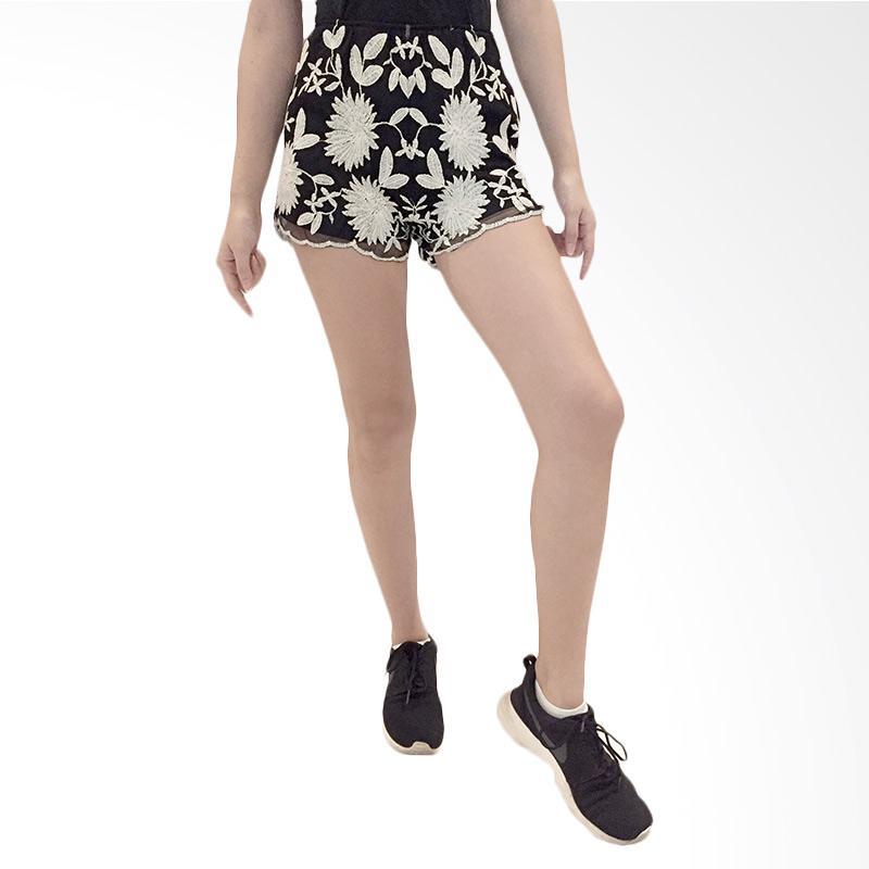 harga Qyrana Black Floral Embroidered Shorts Celana Wanita Blibli.com