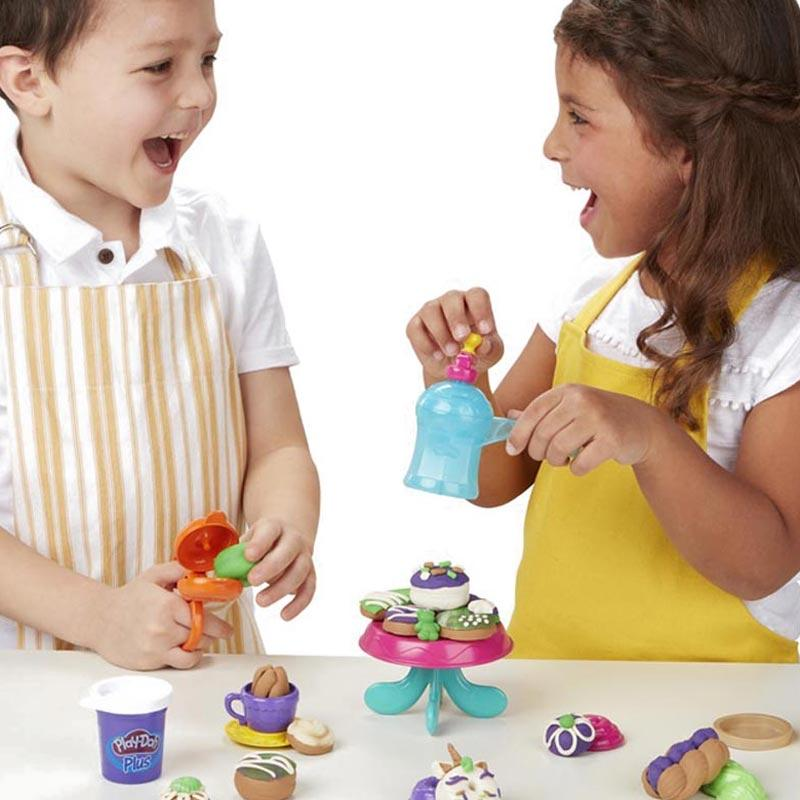 Playdoh Kitchen Creations Delightful Donuts Set Mainan Anak with 4 Colors