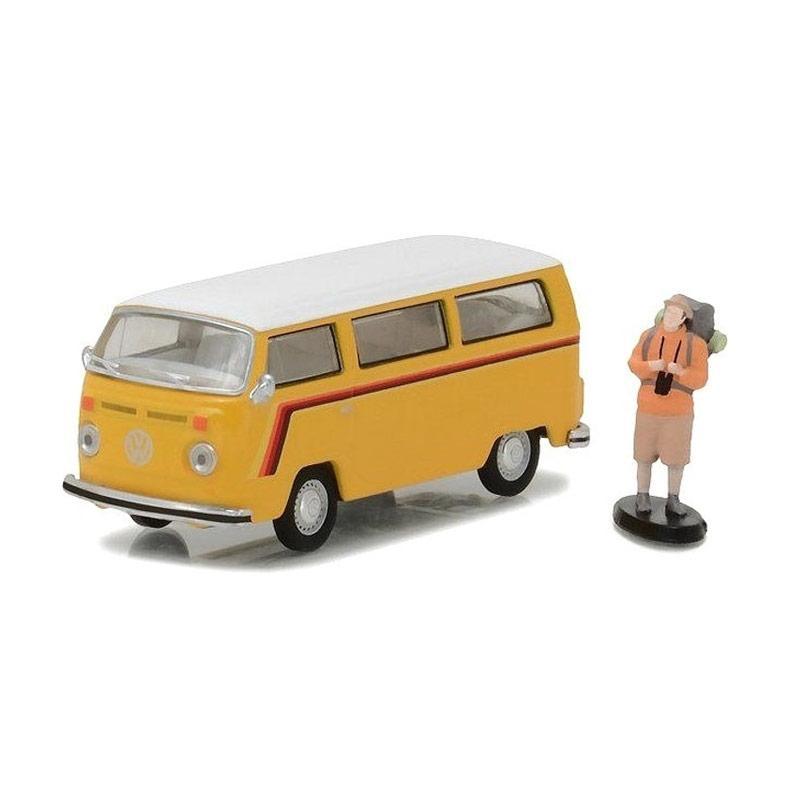 Volkswagen Type 2 >> Greenlight Volkswagen Type 2 Bus With Backpaker Action Figure Diecast Yellow 1 64