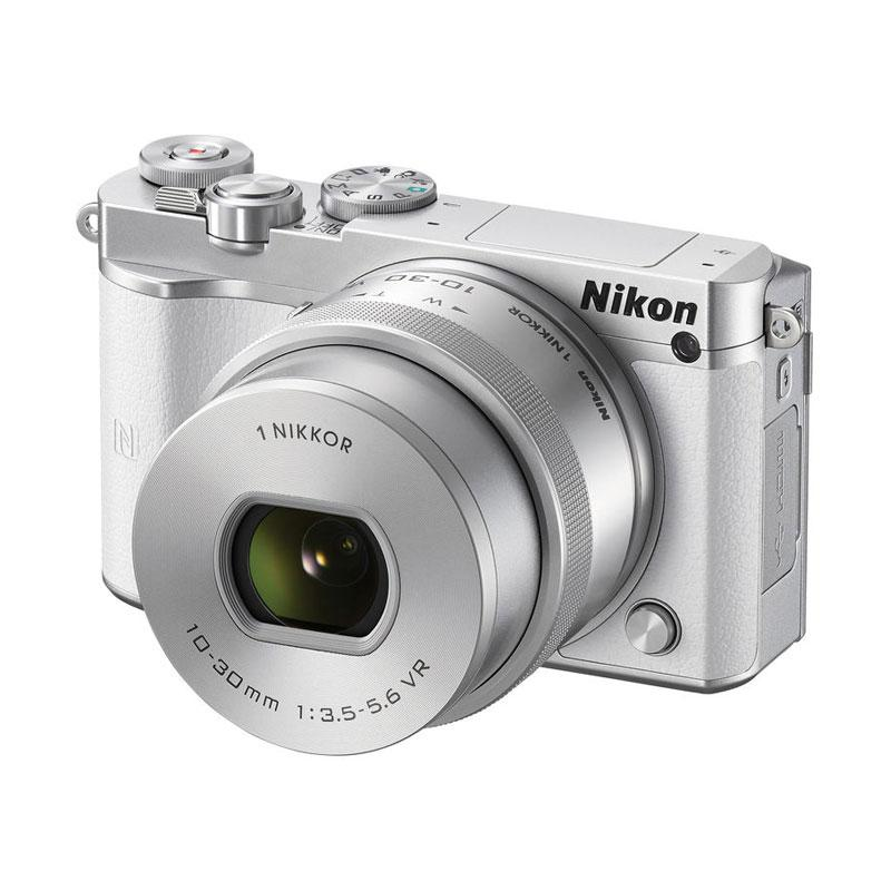 Nikon 1 J5 With 10-30mm F/3.5-5.6 PD-Zoom White Kamera Mirrorless