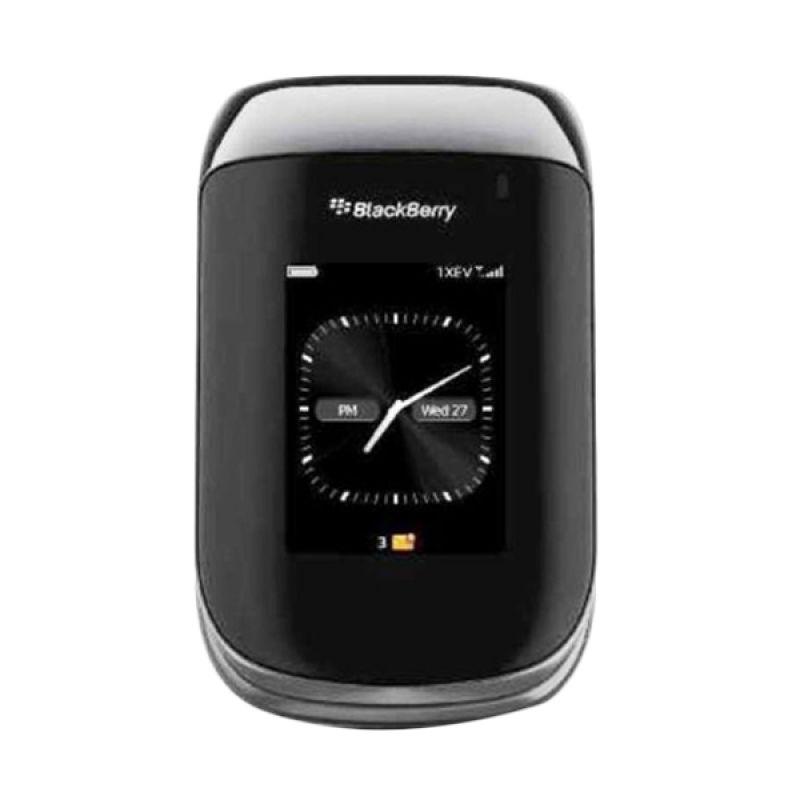 BlackBerry Style 9670 Smartphone - Hitam