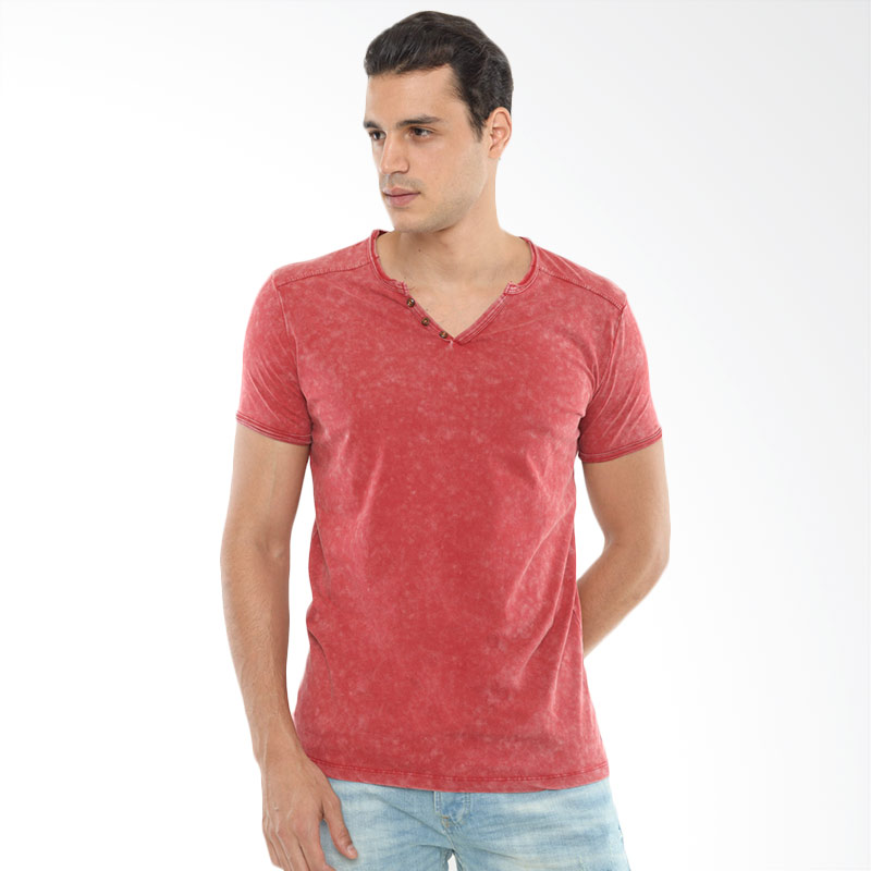 CVNL Buttoned Slimfit V Neck Merah Tshirt Kaos Pria Extra diskon 7% setiap hari Extra diskon 5% setiap hari Citibank – lebih hemat 10%