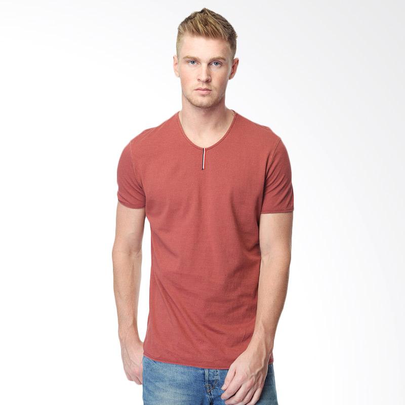CVNL Vertical Lines Slimfit Tee Kaos Pria - Merah Extra diskon 7% setiap hari Extra diskon 5% setiap hari Citibank – lebih hemat 10%