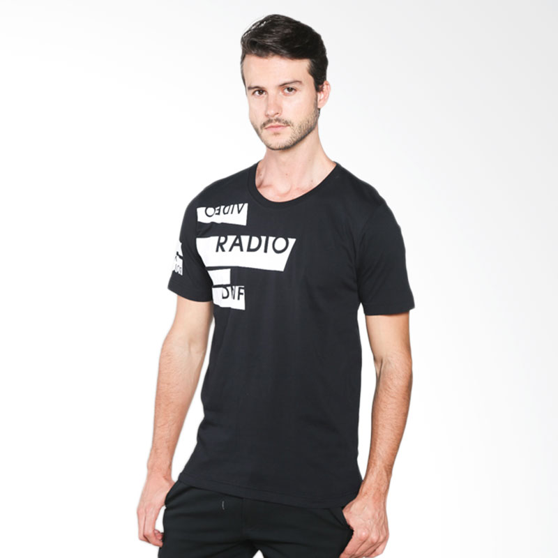D&F Radio 03126039 T-shirt Pria - Black Extra diskon 7% setiap hari Extra diskon 5% setiap hari Citibank – lebih hemat 10%