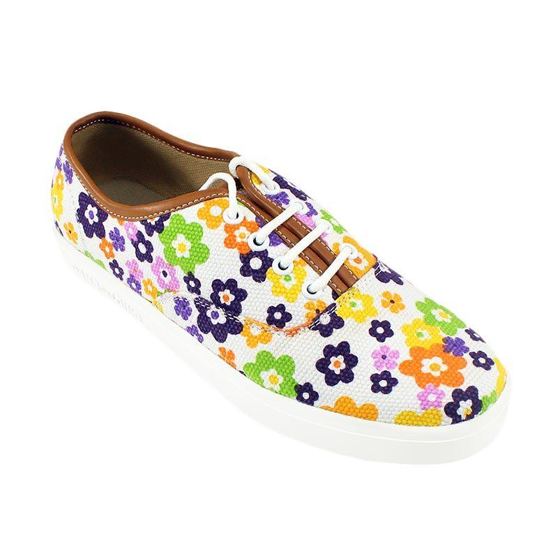 Dane And Dine Oland White Flower Sepatu Wanita