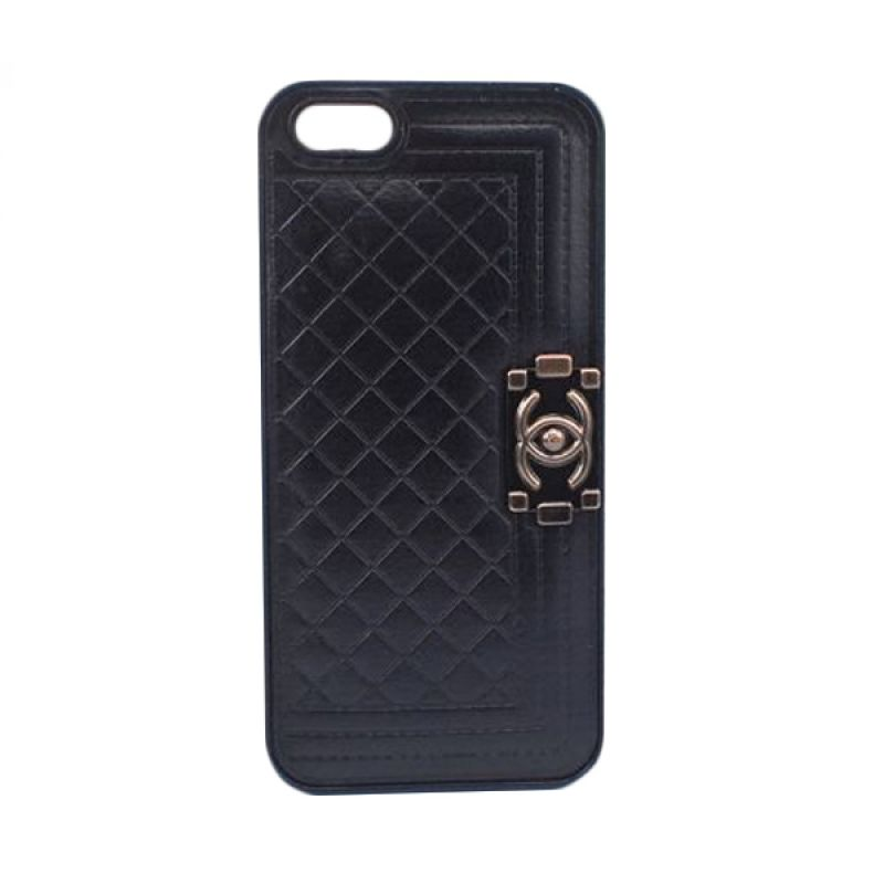 Delcell Back Cover Case Motif Chanel Boys Bag for iPhone 5 dan 5s - Hitam