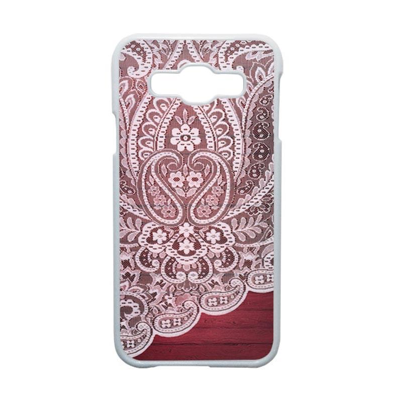 HEAVENCASE Motif Batik Bunga Unik Paisley 06 Hardcase Casing for Samsung Galaxy E5 - Putih