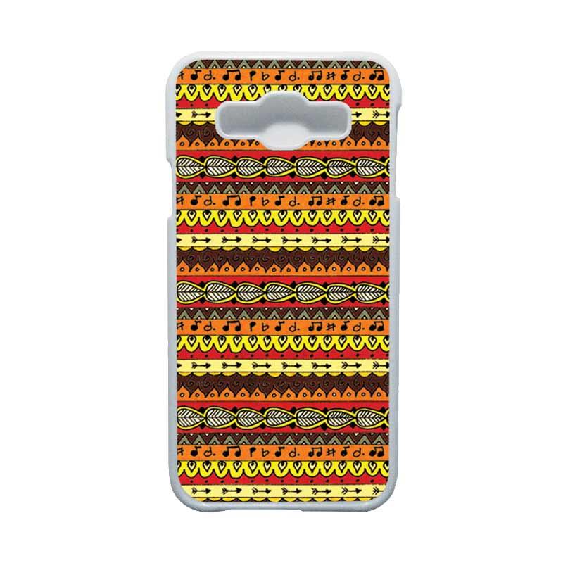HEAVENCASE Motif Batik Bunga Unik Tribal 06 Hardcase Casing for Samsung Galaxy E5 - Putih