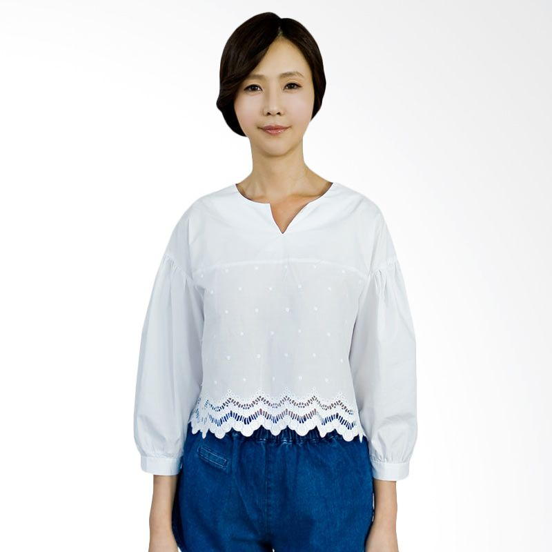 Kakuu Basic Blouse Lace Cropped White