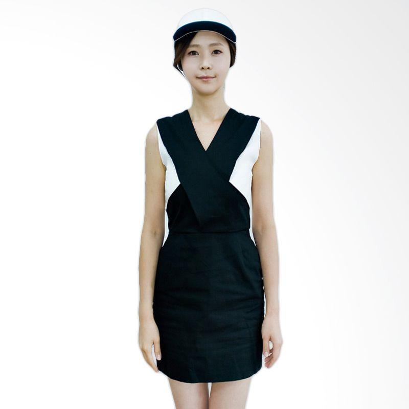 Kakuu Basic Dress Sleeveless Crossed Front Black