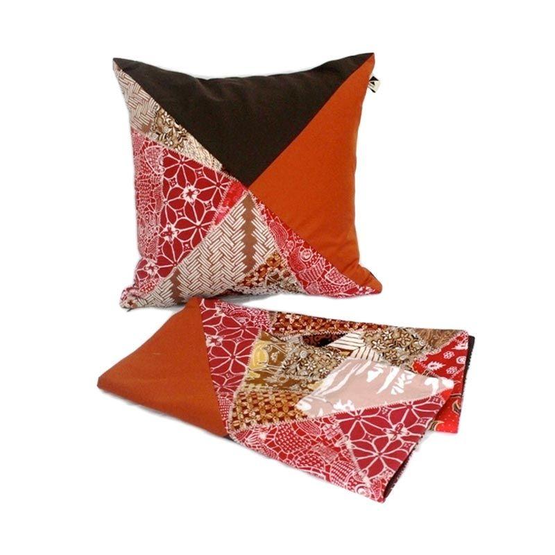 Kraviti Sarung Bantal Kursi Merah Bata Triangle Design