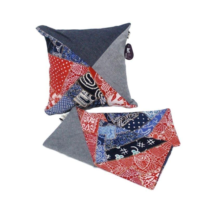 Kraviti Sarung Bantal Kursi Merah Biru Triangle Design