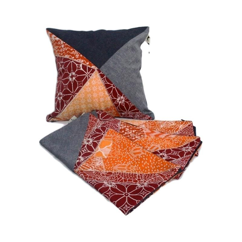Kraviti Sarung Bantal Kursi Orange Triangle Design