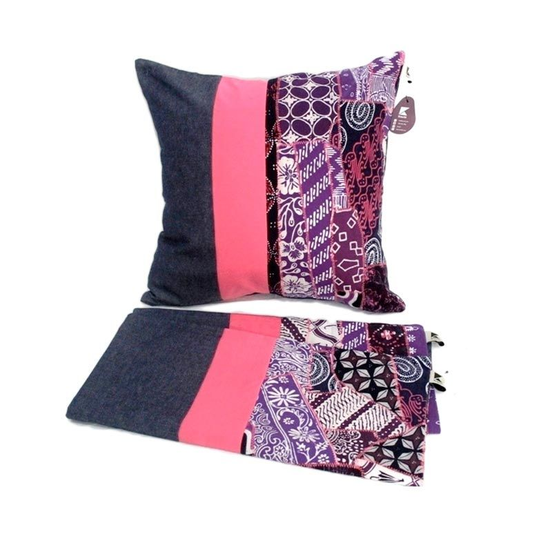 Kraviti Sarung Bantal Kursi Pink Square Design