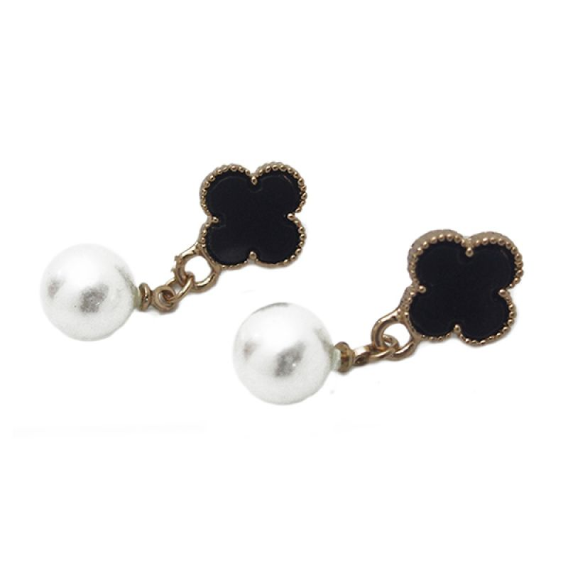 Mooi Accessories Four Petals Flower with Pearl Anting