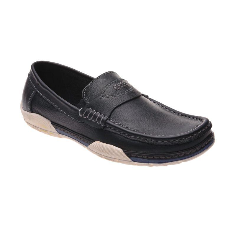 Formen CF 104 Black Sepatu Pria