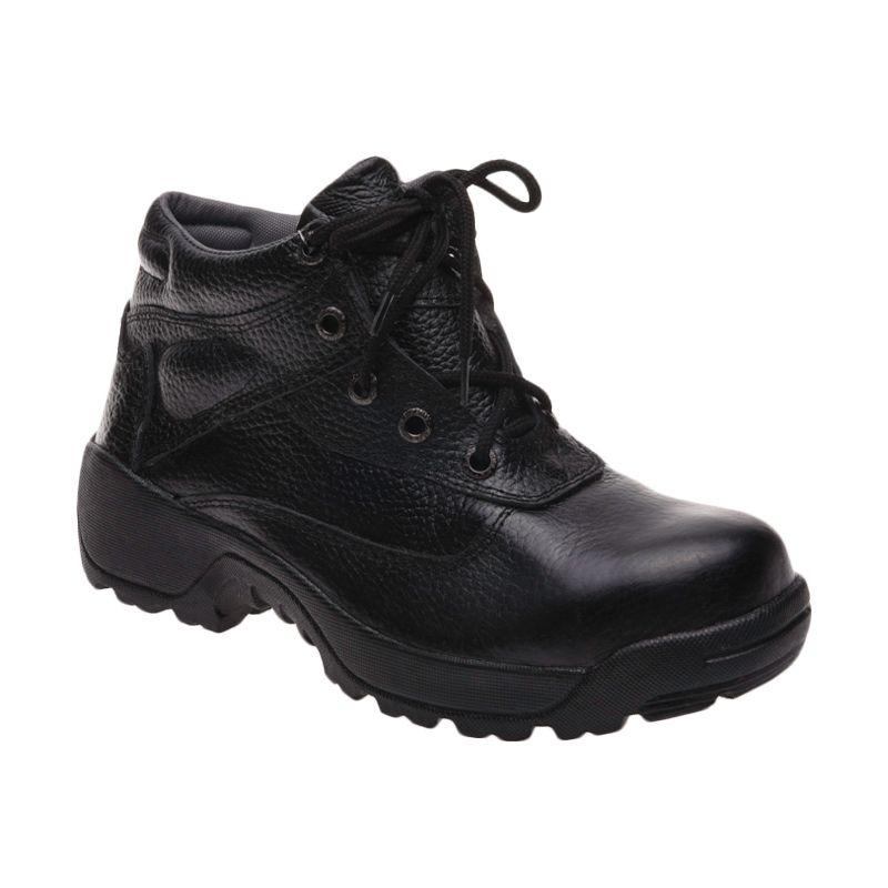 Formen SPT 028 Black Sepatu Pria