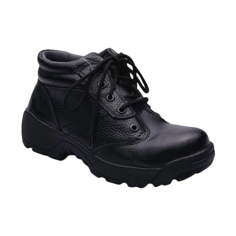 Formen SPT 040 Black Sepatu Pria