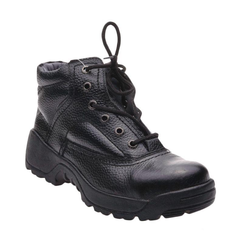 Formen SPT 041 Black Sepatu Pria