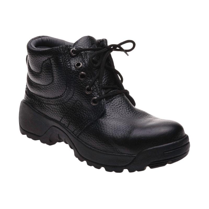Formen SPT 042 Black Sepatu Pria