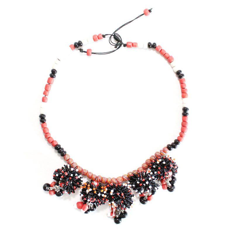 Smesco Trade Mekar Manik-Manik Bunga Warna Merah Hitam Kalung