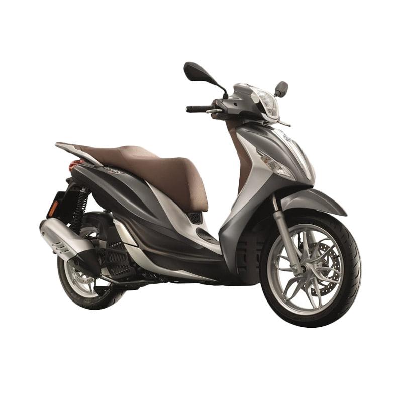 https://www.static-src.com/wcsstore/Indraprastha/images/catalog/full/vespa_vespa-piaggio-new-medley-150-abs-i-get-grigio-titanio-lucido-sepeda-motor_full02.jpg