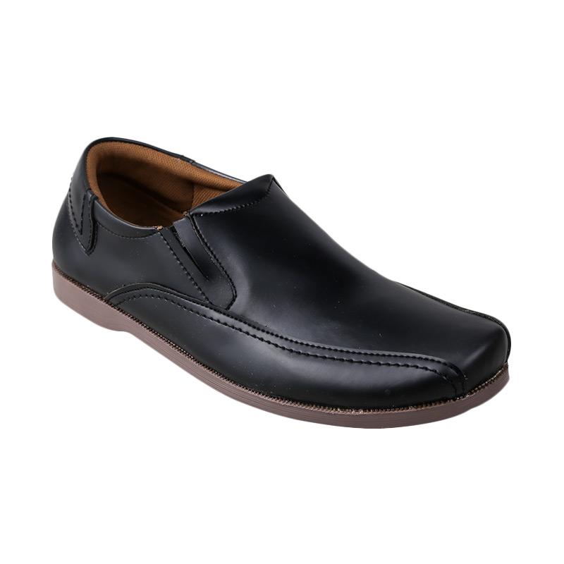 harga Yongki Komaladi BAS-1129-L15 Casual Sepatu Pria - Hitam Blibli.com