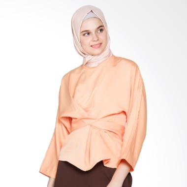 covering-story_covering-story-rajwa-top-blouse-muslim---peach_full06 10 Daftar Harga Gaya Busana Muslim Casual Modis Terlaris minggu ini