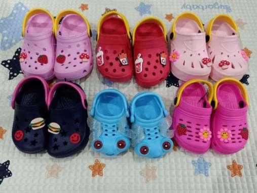 harga Sepatu Sandal Crocs Anak Ukuran 11cm Hingga 16cm Pop Up Motif Lucu - Perempuan 16cm Berkualitas Blibli.com