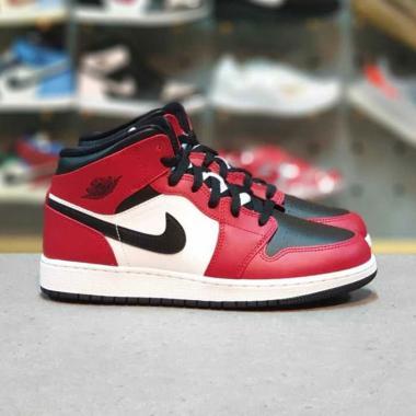 harga NIKE Air Jordan 1 Mid Chicago Sepatu - Black Toe Blibli.com