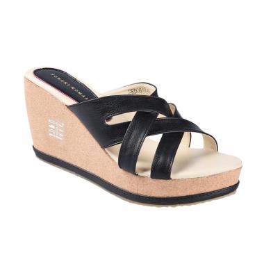 Yongki Komaladi SBDO 610046 Sandal Wedges - Hitam