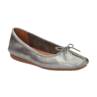 Clarks 26119565 Freckle Ice Met Suede Sepatu Wanita - Silver