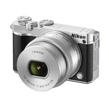 Nikon 1 J5 Kit 10-30mm Kamera Mirrorless - Silver [20.8 MP] jpckemang